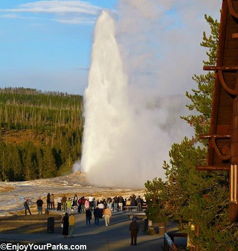 Old Faithful Geyser, Yellowstone National Park Wyoming