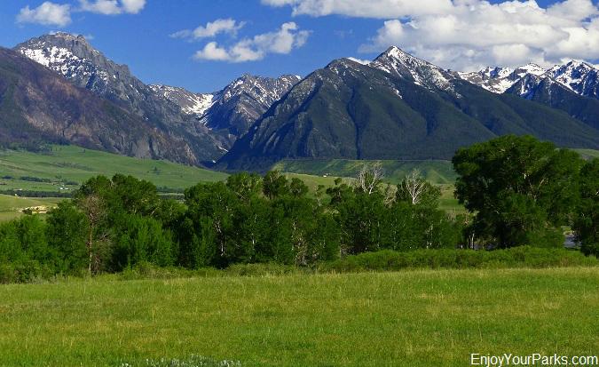 Absaroka Mountain Range in Paradise Valley