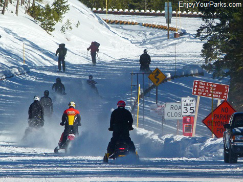Snowmobiling in Yellowstone Park, Winter in Yellowstone Park