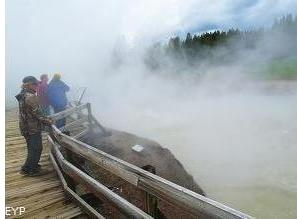 Dragon's Mouth, Mud Volcano, Hayden Valley, Yellowstone National Park